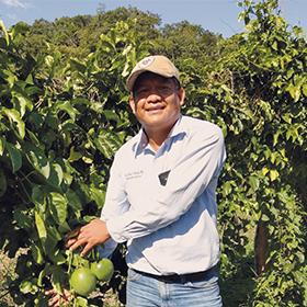 Victor Bautista producteur de fruit de la passion